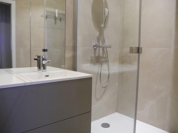 Une salle de bain compact